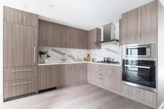 """Photo 3: 534 W KING EDWARD Avenue in Vancouver: Cambie Townhouse for sale in """"CAMBIE + KING EDWARD"""" (Vancouver West)  : MLS®# R2593912"""