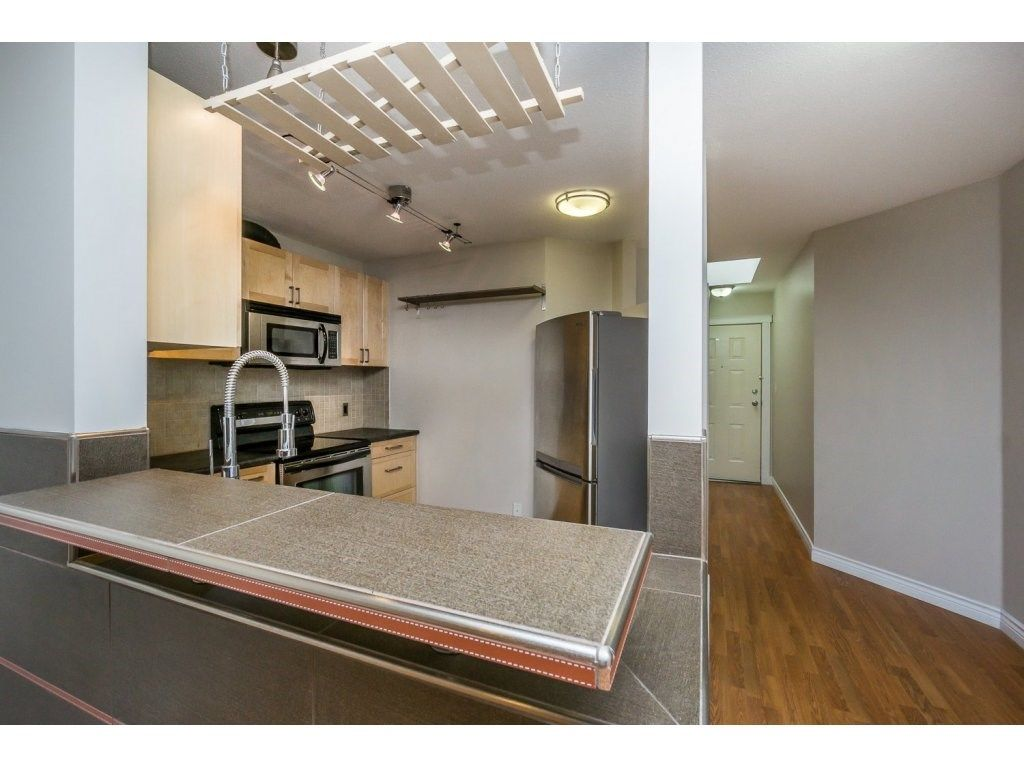 """Photo 5: Photos: 302 33839 MARSHALL Road in Abbotsford: Central Abbotsford Condo for sale in """"Cityscape"""" : MLS®# R2106369"""