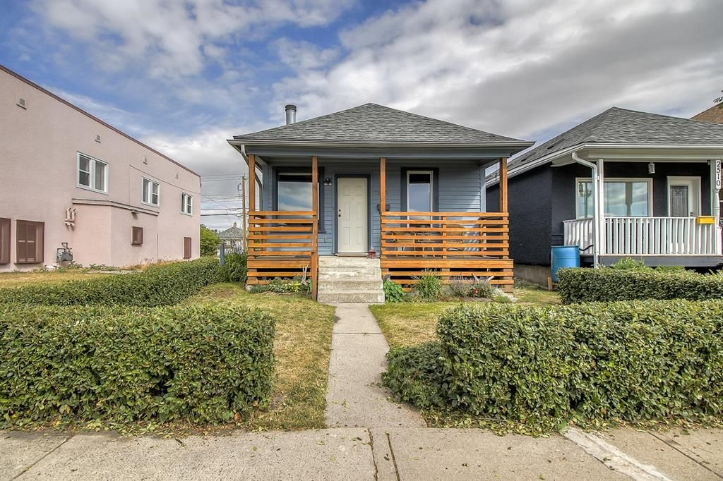Main Photo: 2508 16 Street SE in Calgary: Inglewood Detached for sale : MLS®# A1137863