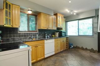 Photo 7: 1401 WINSLOW Avenue in Coquitlam: Central Coquitlam House for sale : MLS®# R2178308