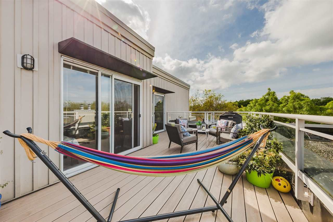 """Main Photo: 409 2768 CRANBERRY Drive in Vancouver: Kitsilano Condo for sale in """"ZYDECO"""" (Vancouver West)  : MLS®# R2579454"""