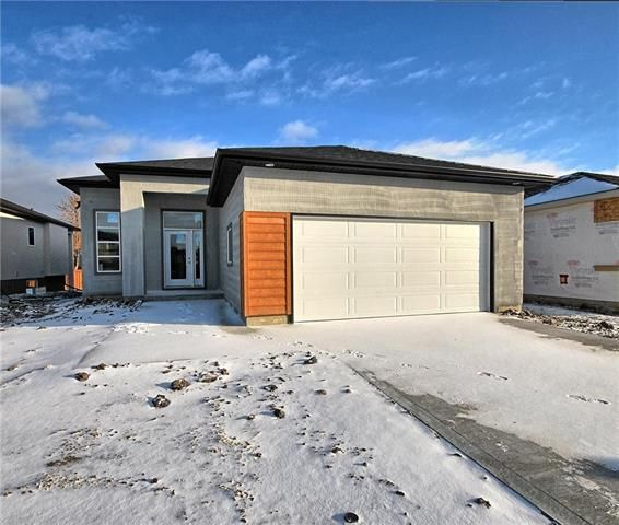 Main Photo: 122 Hofsted Drive in Winnipeg: Charleswood Residential for sale (1H)  : MLS®# 1831462
