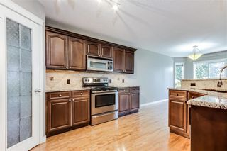Photo 3: 223 WESTPOINT Garden SW in Calgary: West Springs Detached for sale : MLS®# C4273787