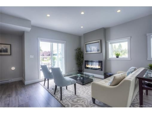 Main Photo: 124 2737 Jacklin Rd in VICTORIA: La Langford Proper Row/Townhouse for sale (Langford)  : MLS®# 749149
