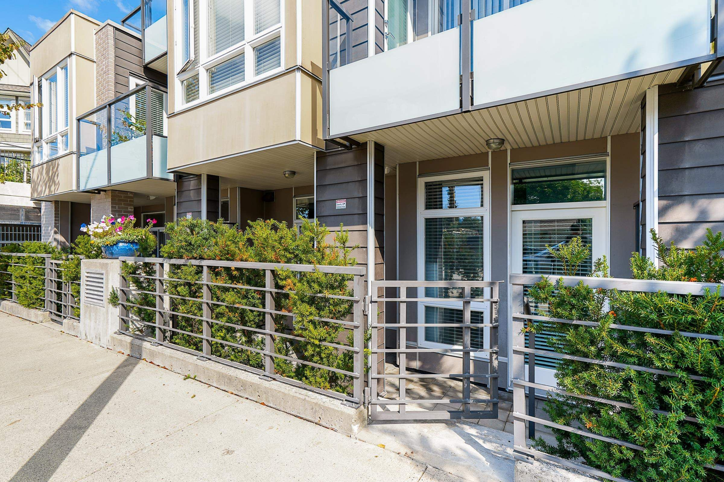 """Main Photo: 116 85 EIGHTH Avenue in New Westminster: GlenBrooke North Townhouse for sale in """"Eight West"""" : MLS®# R2617347"""
