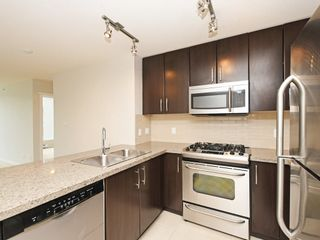 "Photo 7: 802 651 NOOTKA Way in Port Moody: Port Moody Centre Condo for sale in ""Sahalee"" : MLS®# R2386023"