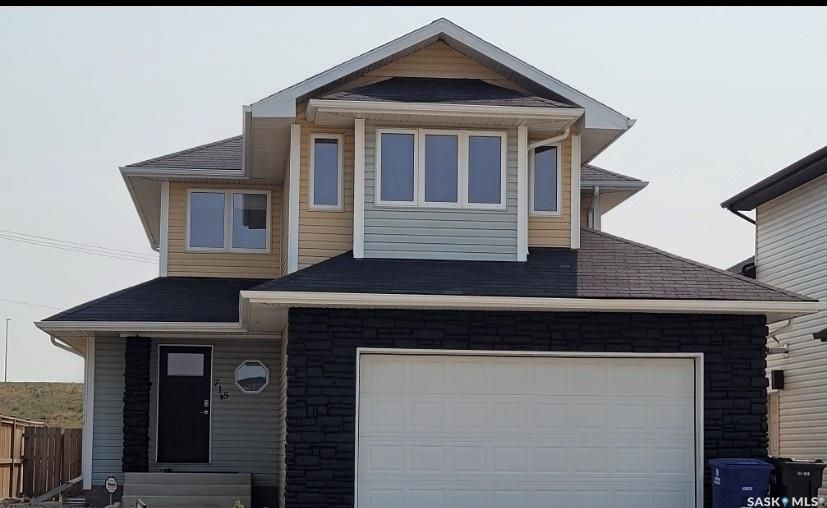 Main Photo: 715 Padget Crescent in Saskatoon: Willowgrove Residential for sale : MLS®# SK858590