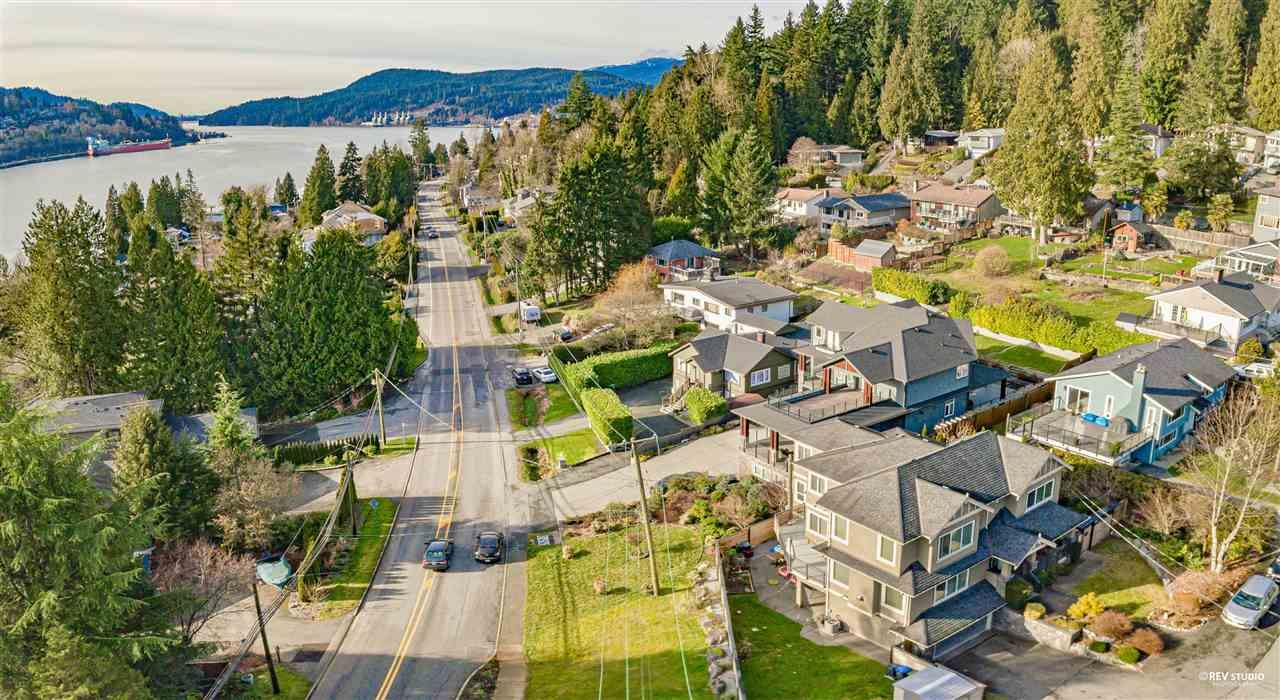 Photo 4: Photos: 645 IOCO Road in Port Moody: North Shore Pt Moody House for sale : MLS®# R2537725