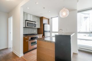 """Photo 15: 805 980 COOPERAGE Way in Vancouver: Yaletown Condo for sale in """"COOPERS POINTE by Concord Pacific"""" (Vancouver West)  : MLS®# R2614161"""