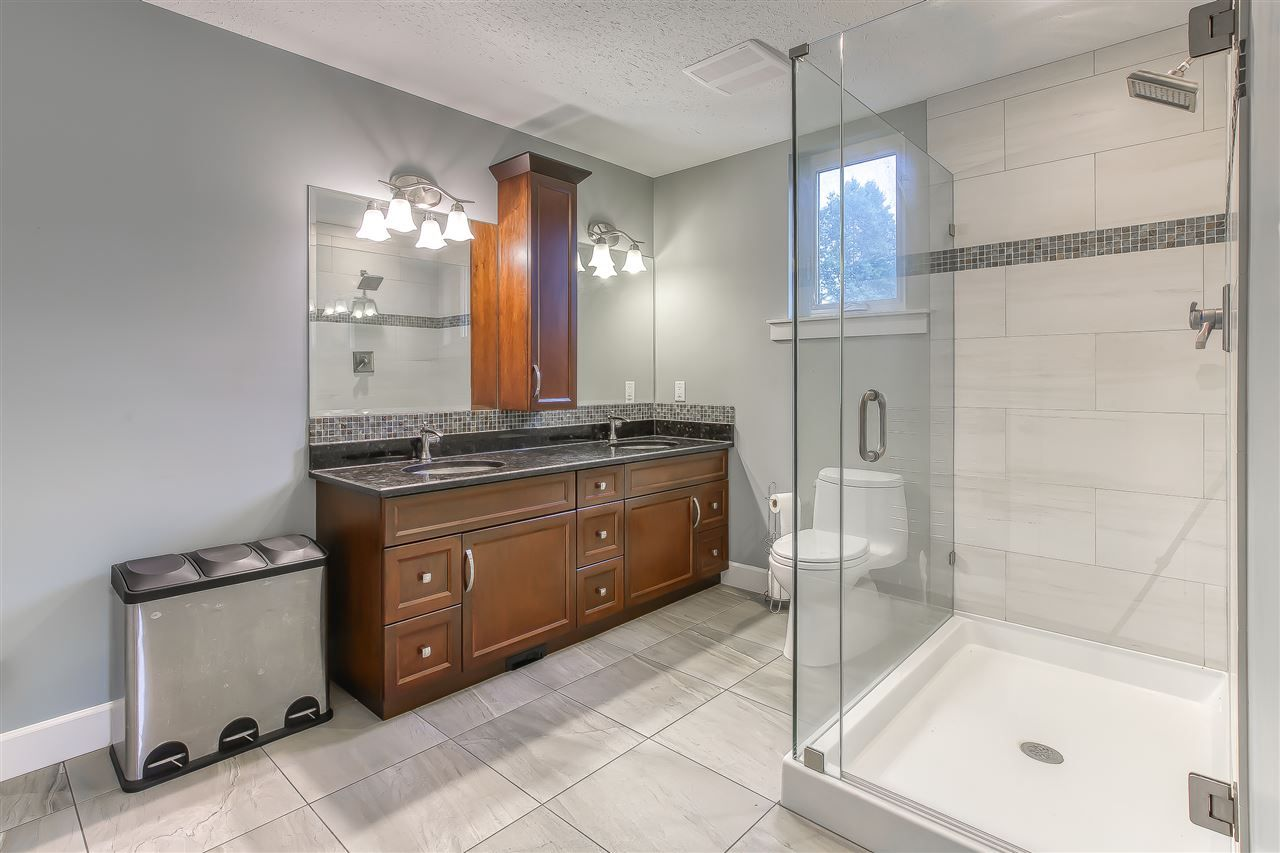 """Photo 33: Photos: 2732 NORTHCREST Drive in Surrey: Sunnyside Park Surrey House for sale in """"Woodshire Park"""" (South Surrey White Rock)  : MLS®# R2543125"""
