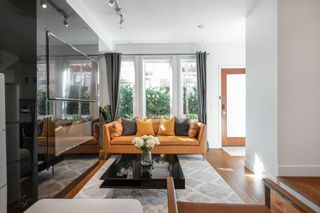 """Photo 2: 1076 NICOLA Street in Vancouver: West End VW Townhouse for sale in """"NICOLA MEWS"""" (Vancouver West)  : MLS®# R2454714"""