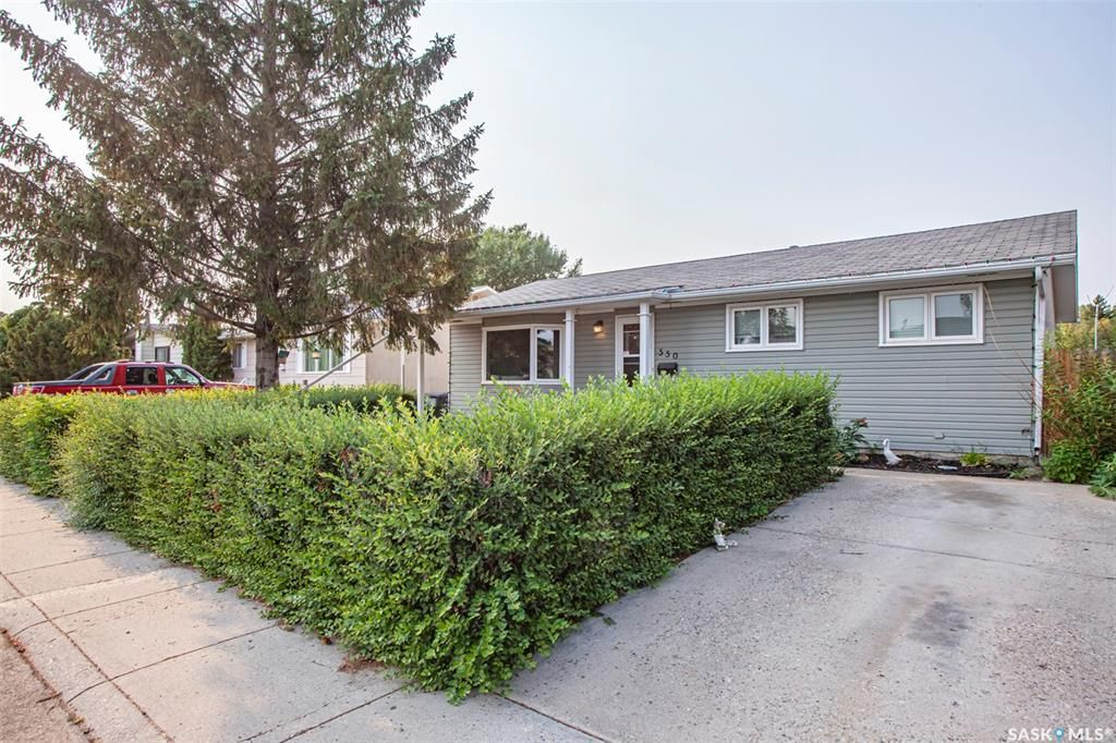 Main Photo: 550 Fisher Crescent in Saskatoon: Confederation Park Residential for sale : MLS®# SK865033