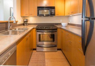 Photo 3: 1002 751 Fairfield Rd in Victoria: Vi Downtown Condo for sale : MLS®# 882366
