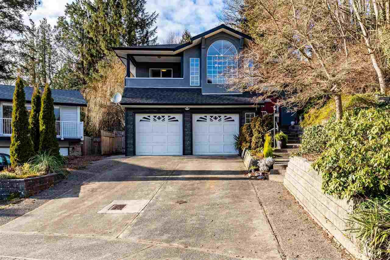 Main Photo: 2253 SENTINEL Drive in Abbotsford: Central Abbotsford House for sale : MLS®# R2537595
