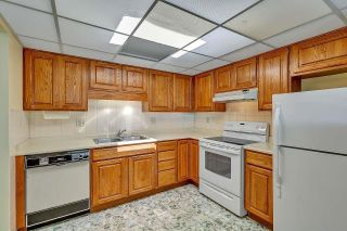 """Photo 11: 303 14950 THRIFT Avenue: White Rock Condo for sale in """"THE MONTEREY"""" (South Surrey White Rock)  : MLS®# R2598221"""