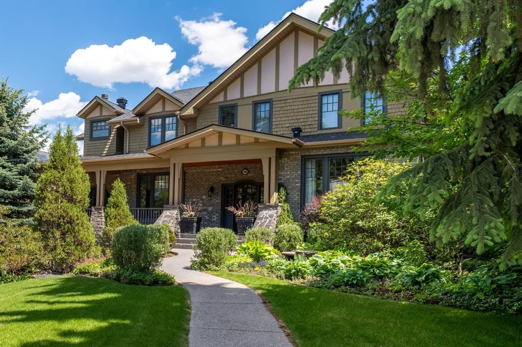 Main Photo: 2204 7 Street SW in Calgary: Upper Mount Royal Detached for sale : MLS®# A1131457