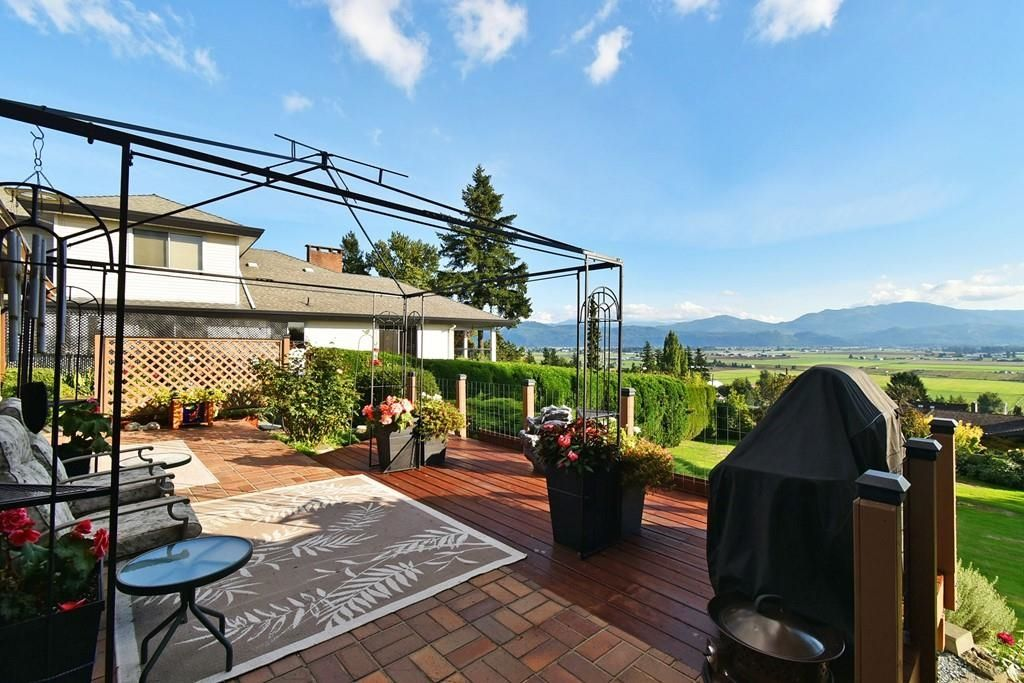 Main Photo: 35006 MARSHALL Road in Abbotsford: Abbotsford East House for sale : MLS®# R2625801
