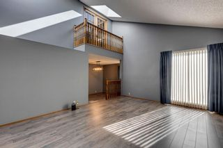 Photo 2: 28 Ranchridge Crescent NW in Calgary: Ranchlands Detached for sale : MLS®# A1126271