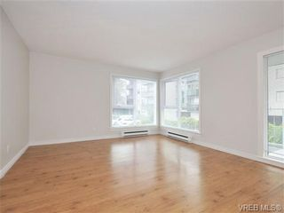 Photo 2: 303 2647 Graham St in VICTORIA: Vi Hillside Condo for sale (Victoria)  : MLS®# 698000