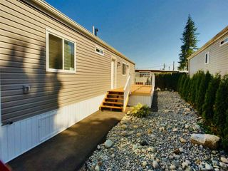 """Photo 13: 22 24330 FRASER Highway in Langley: Otter District Manufactured Home for sale in """"Langley Grove Estates"""" : MLS®# R2390196"""