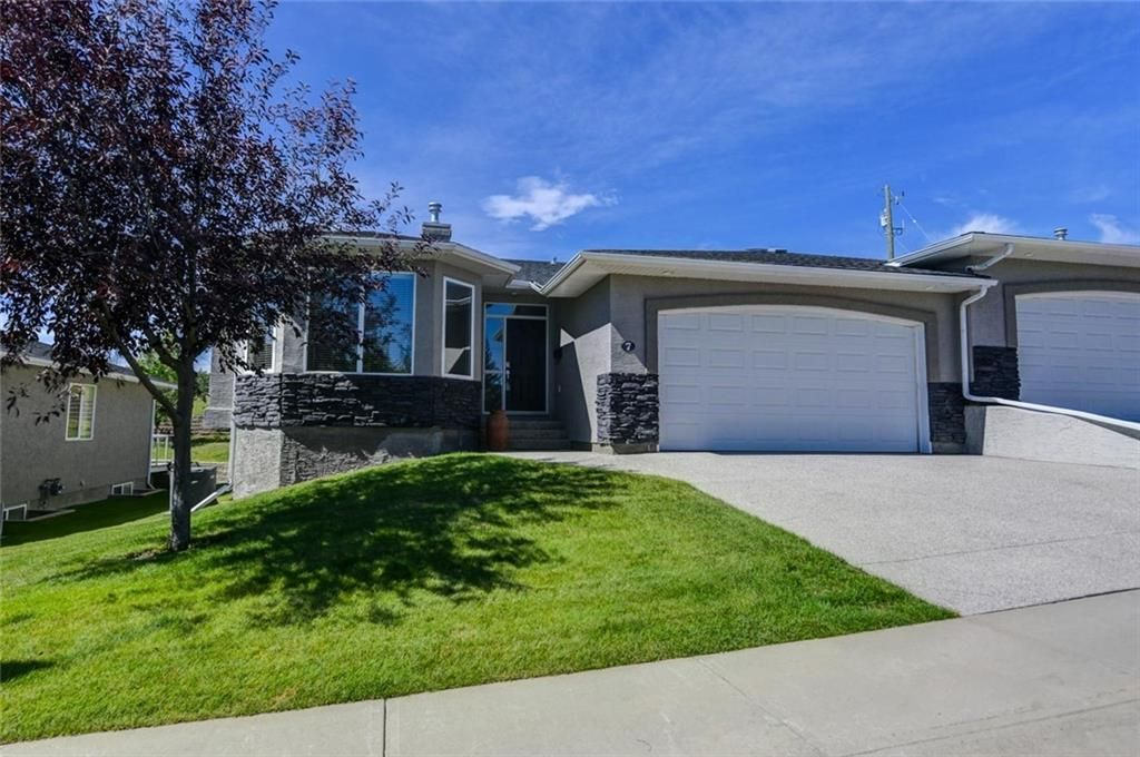 Main Photo: 7 ELYSIAN Crescent SW in Calgary: Springbank Hill Semi Detached for sale : MLS®# A1104538