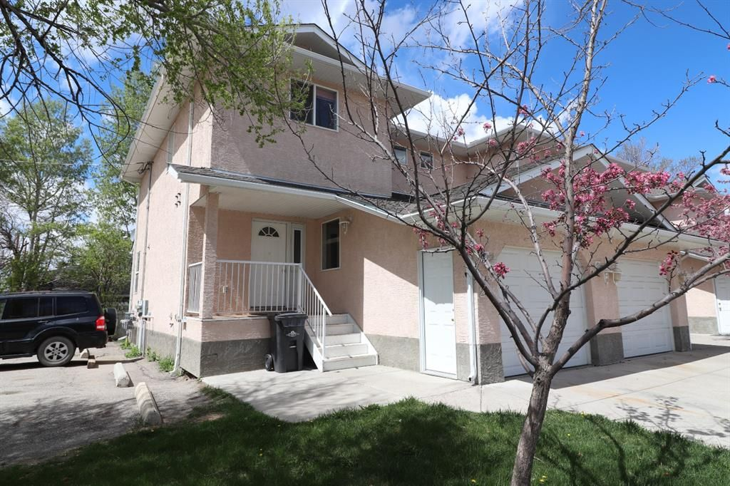 Main Photo: 211 2 Street SE: High River Row/Townhouse for sale : MLS®# A1119118