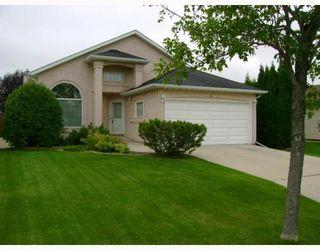 Photo 1: 51 BEAUFORT Crescent in WINNIPEG: Fort Garry / Whyte Ridge / St Norbert Residential for sale (South Winnipeg)  : MLS®# 2917935