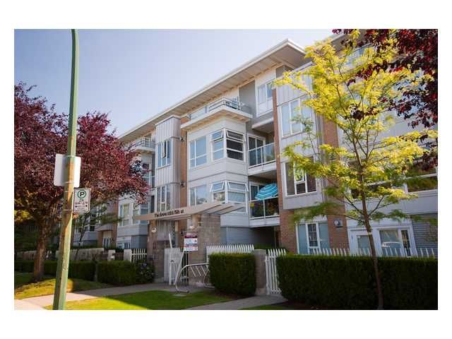 """Main Photo: 108 6198 ASH Street in Vancouver: Oakridge VW Condo for sale in """"THE GROVE"""" (Vancouver West)  : MLS®# V843824"""
