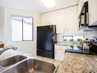 """Photo 12: 104 811 W 7TH Avenue in Vancouver: Fairview VW Townhouse for sale in """"WILLOW MEWS"""" (Vancouver West)  : MLS®# V1110537"""