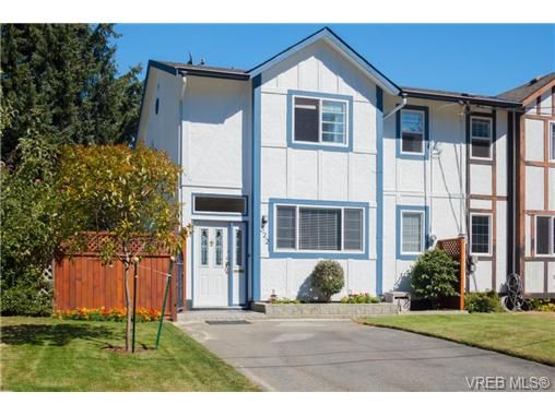 Main Photo: 522 BROUGH Pl in VICTORIA: Co Wishart North Half Duplex for sale (Colwood)  : MLS®# 681330