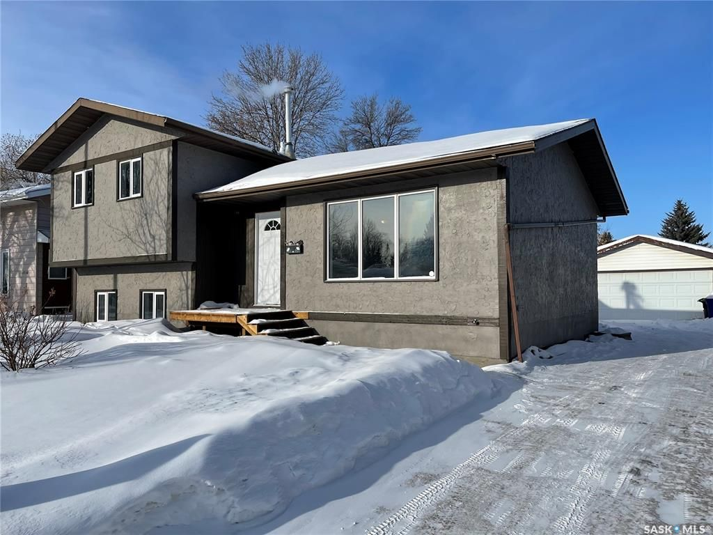 Main Photo: 3734 Fairlight Drive in Saskatoon: Parkridge SA Residential for sale : MLS®# SK841474