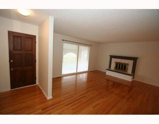 Photo 3:  in CALGARY: Huntington Hills Residential Detached Single Family for sale (Calgary)  : MLS®# C3377942