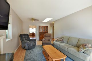 """Photo 8: 7 824 NORTH Road in Gibsons: Gibsons & Area Townhouse for sale in """"Twin Oaks"""" (Sunshine Coast)  : MLS®# R2607864"""