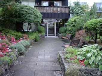 Main Photo: 401 1035 McClure St in VICTORIA: Vi Downtown Condo for sale (Victoria)  : MLS®# 517339