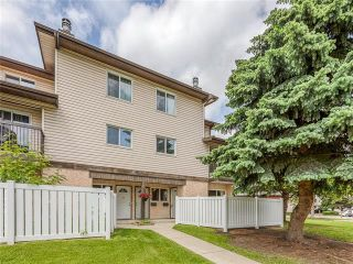 Photo 2: 37 3745 FONDA Way SE in Calgary: Forest Heights Row/Townhouse for sale : MLS®# C4302629