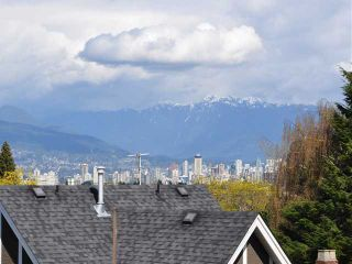 "Photo 8: 105 3595 W 18TH Avenue in Vancouver: Dunbar Townhouse for sale in ""DUKE ON DUNBAR"" (Vancouver West)  : MLS®# V1050482"
