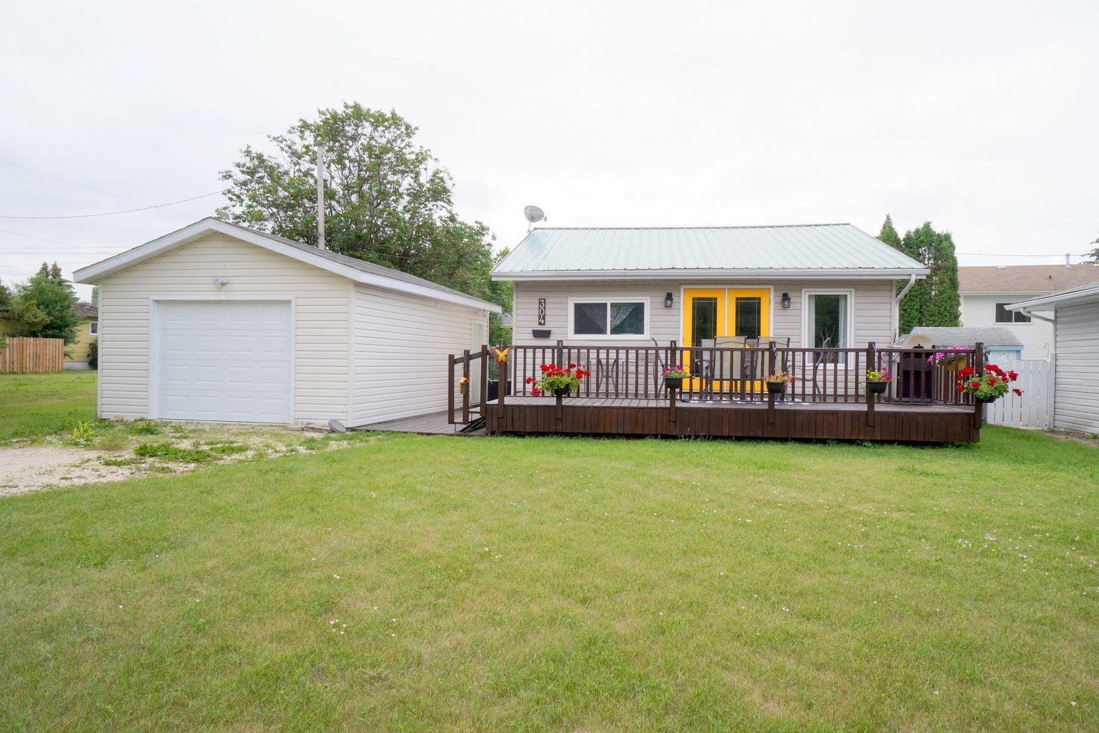 Main Photo: 304 Caledonia Street in Portage la Prairie: House for sale : MLS®# 202116624