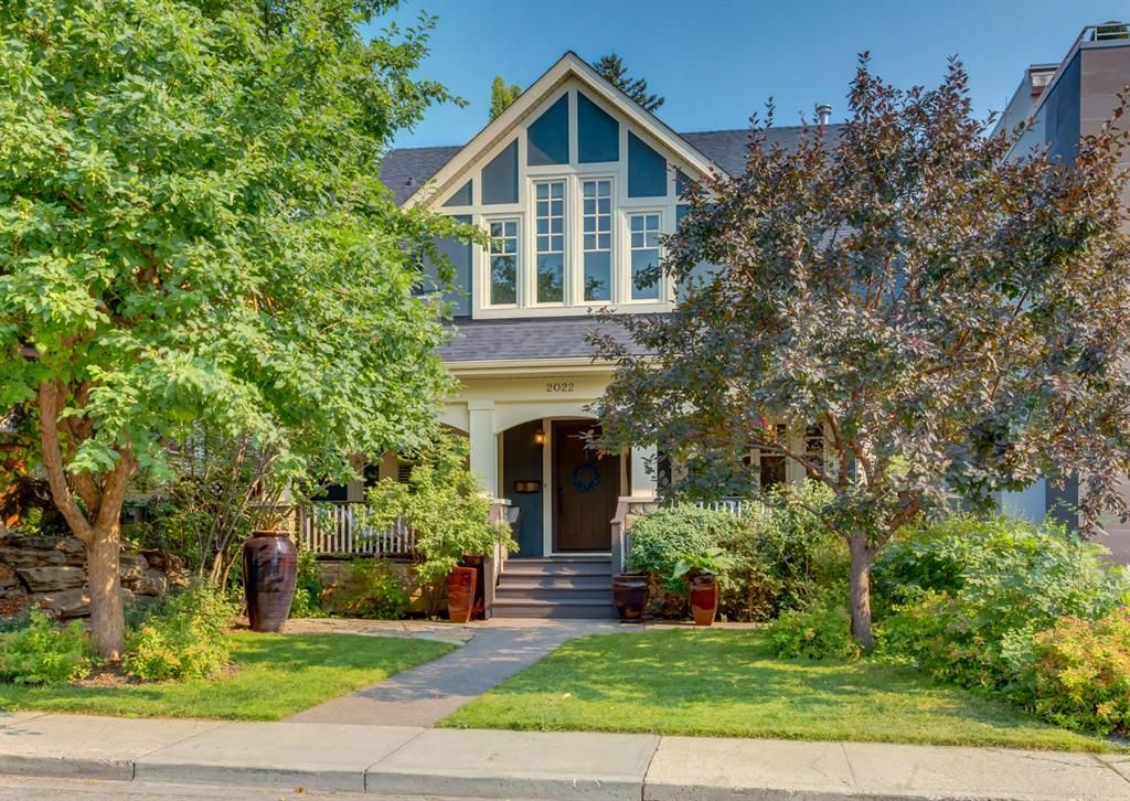 Main Photo: 2022 32 Avenue SW in Calgary: South Calgary Detached for sale : MLS®# A1133505