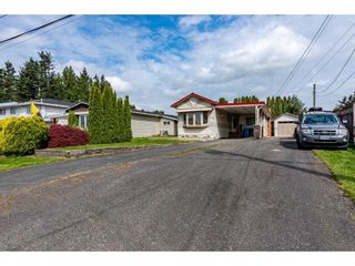 Photo 3: 31519 LOMBARD Avenue in Abbotsford: Poplar Manufactured Home for sale : MLS®# R2572916