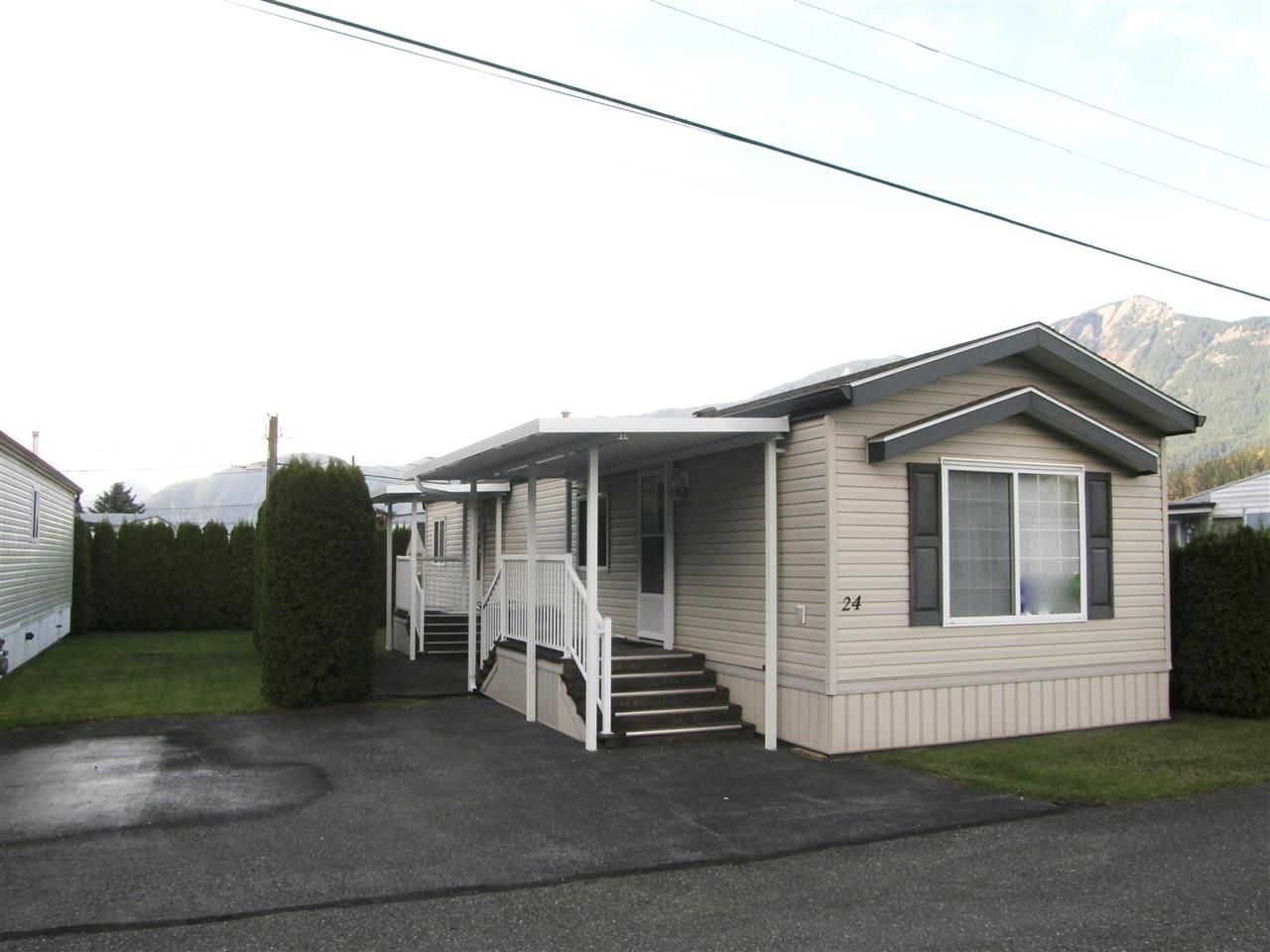 Main Photo: 24 62780 FLOOD HOPE Road in Hope: Hope Center Manufactured Home for sale : MLS®# R2492298