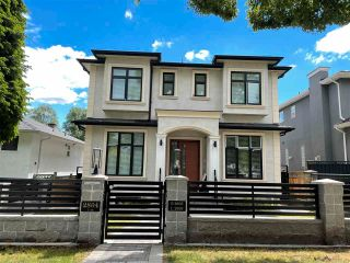 Photo 1: 2804 E 45TH Avenue in Vancouver: Killarney VE House for sale (Vancouver East)  : MLS®# R2590297