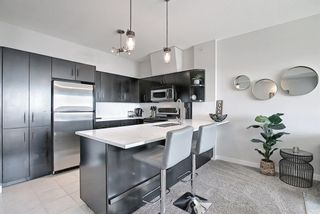 Photo 5: 302 69 Springborough Court SW in Calgary: Springbank Hill Apartment for sale : MLS®# A1085302