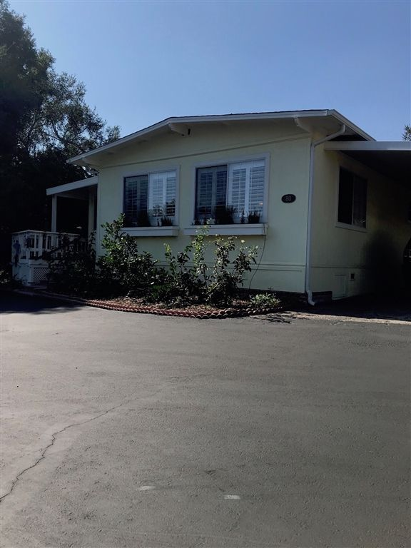 Main Photo: FALLBROOK Manufactured Home for sale : 2 bedrooms : 3909 Reche Rd 80 #80