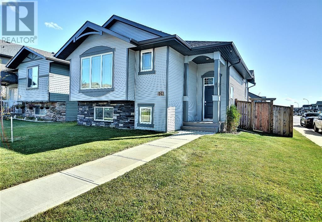 Main Photo: 125 Truant Crescent in Red Deer: House for sale : MLS®# A1151429