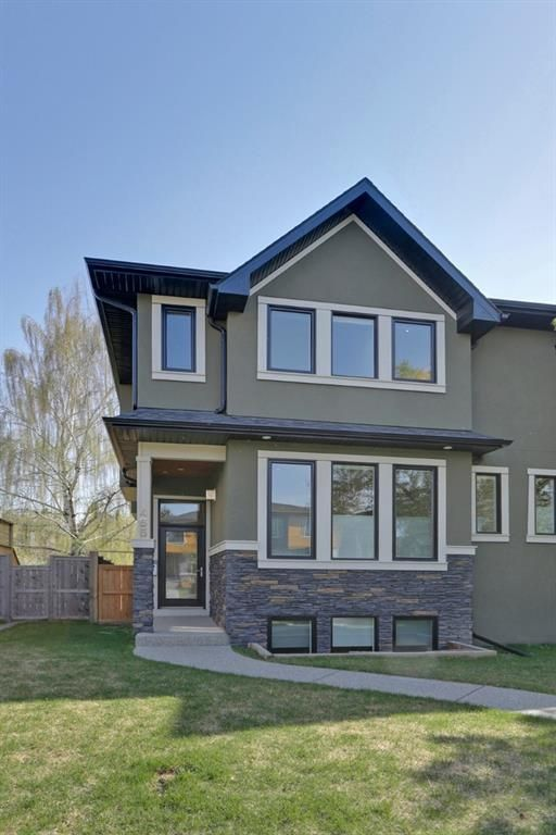 Main Photo: 455 29 Avenue NW in Calgary: Mount Pleasant Semi Detached for sale : MLS®# A1142737