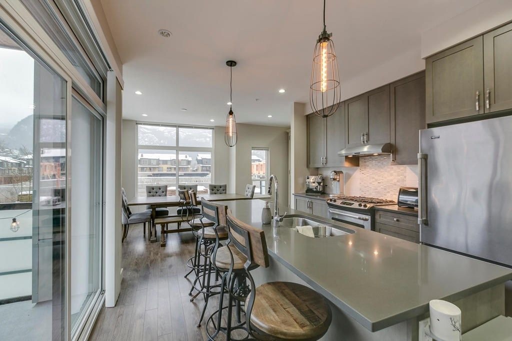 """Main Photo: 38351 SUMMIT'S VIEW Drive in Squamish: Downtown SQ Townhouse for sale in """"NATURE'S GATE"""" : MLS®# R2219741"""