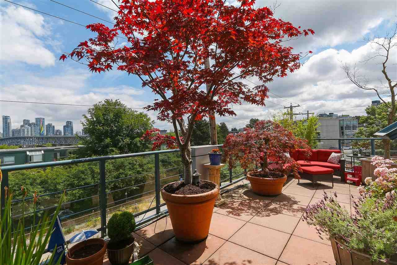 """Photo 17: Photos: 301 1630 W 1ST Avenue in Vancouver: False Creek Condo for sale in """"THE GALLERIA"""" (Vancouver West)  : MLS®# R2383041"""