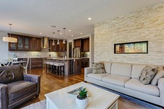 Photo 3: 291 TREMBLANT Way SW in Calgary: Springbank Hill Detached for sale : MLS®# C4199426
