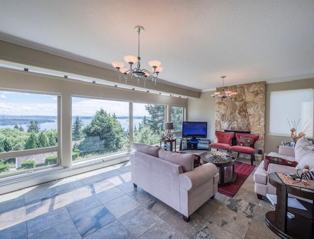 Photo 8: Photos: 2426 Westhill Court Upper in West Vancouver: Westhill House for rent