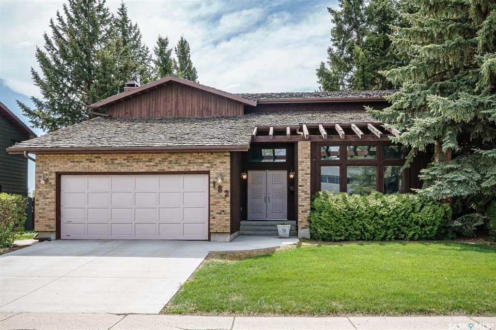 Main Photo: 182 Lakeshore Crescent in Saskatoon: Lakeview SA Residential for sale : MLS®# SK864536